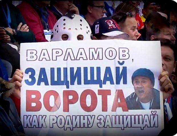 Олег Меньшиков на хоккейном матче Россия - Финляндия