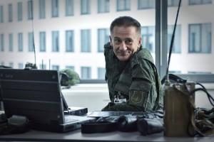 """Олег Меньшиков в роли полковника Лебедева в """"Притяжении"""""""