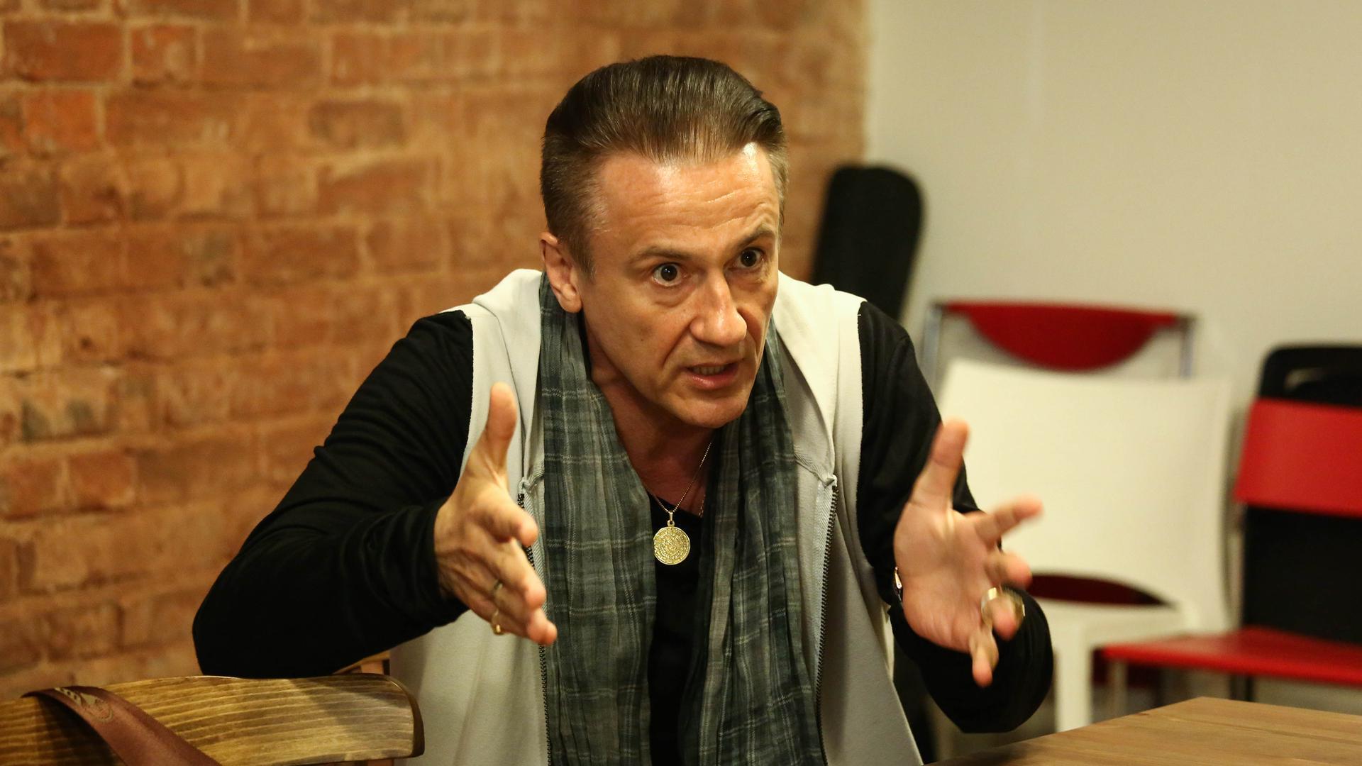Олег Меньшиков на интервью с olegmenshikov.ru