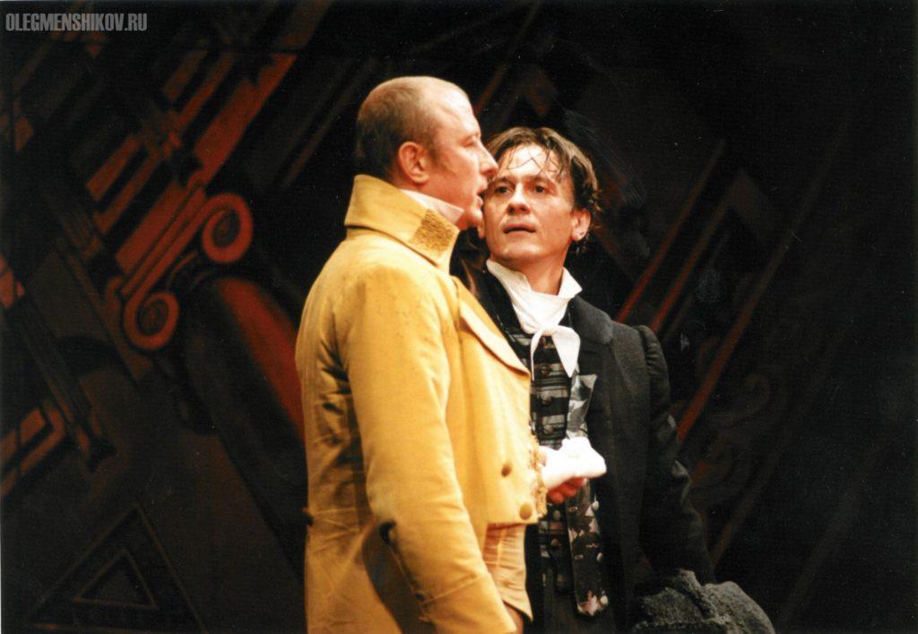Александр Сирин и Олег Меньшиков в спектакле «Горе от ума»