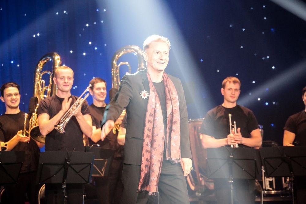 Олег Меньшиков в спектакле «Новогодний оркестр мечты»